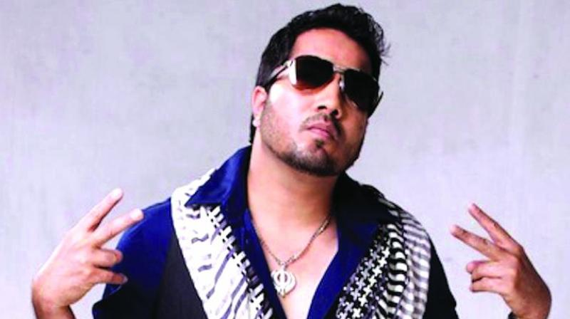 Mika Singh accepts mistake of performing in Pakistan
