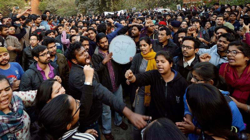 On January 4, 2018, students led by JNU Student Union gathered in large numbers near the administration block to meet with the Vice Chancellor and submit a memorandum against the circular. (Photo: PTI)