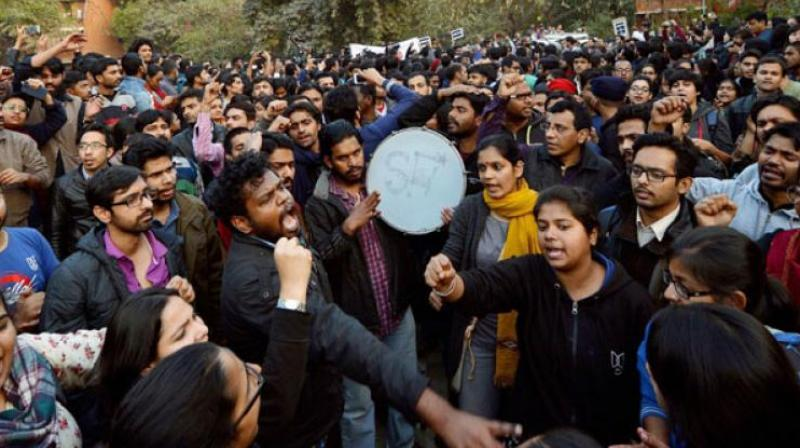 JNU teachers and students form a human chain inside the campus in protest against arrest of JNUSU President Kanhaiya Kumar in New Delhi. (Photo: PTI)