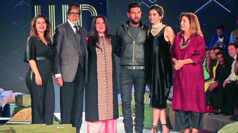 Kajol, Amitabh Bachchan, Shabnam Singh with son Yuvraj, Deepika Padukone and Farah Khan.