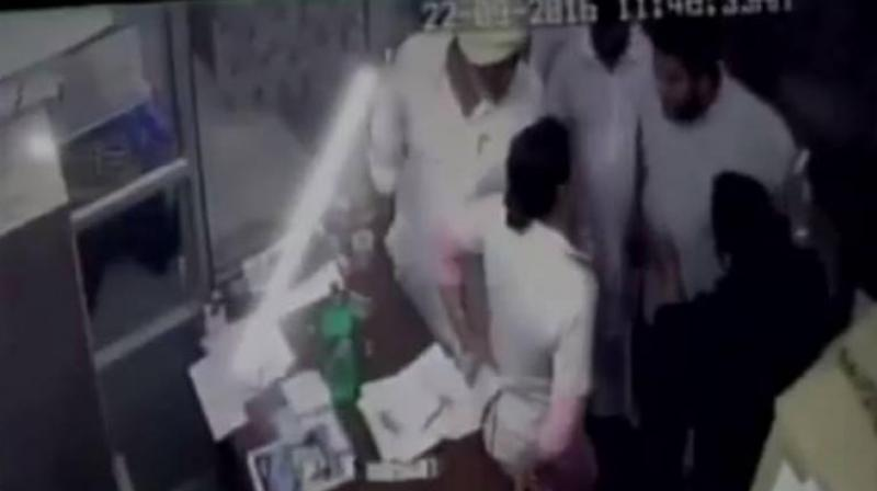 The father-son duo thrashed the nurse Ramandeep Kaur at Goyal Hospital when asked to wait outside. (Photo: Videograb)