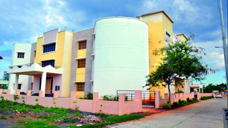 There is no parking facility for the state headquarters of the agriculture department which will start at Chuttu-gunta in Guntur city.  (Photo: DC)