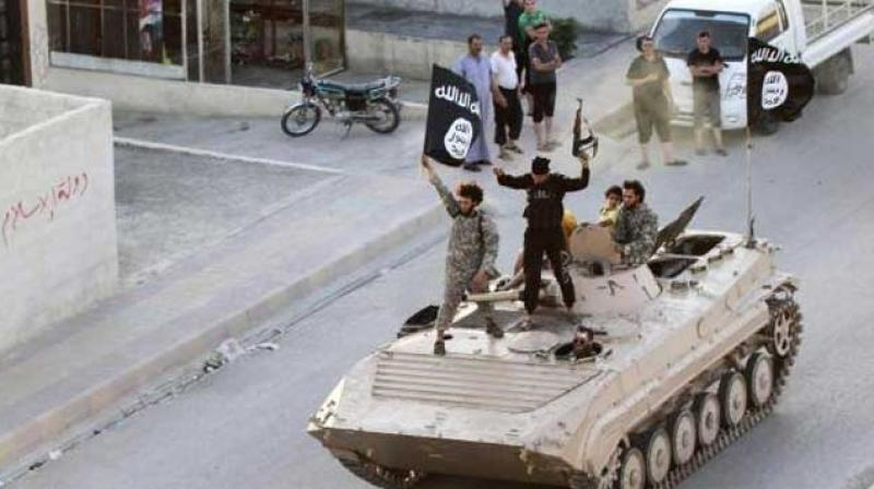 The source of ISIS's income include oil and gas sales, extortion and taxation, external donations, kidnapping-for-ransom, and previously, bank looting. (Photo: AFP)