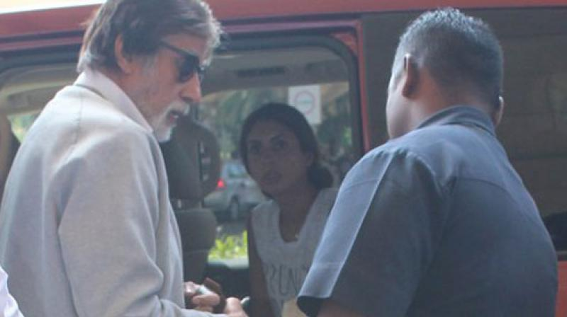 Shweta Nanda Bachchan, who is Mumbai for an extended hoiday, dropped her father Amitabh Bachchan to the Mumbai airport. Photo: Viral Bhayani