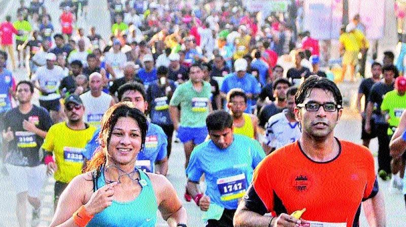 keep on running: Participants running a marathon