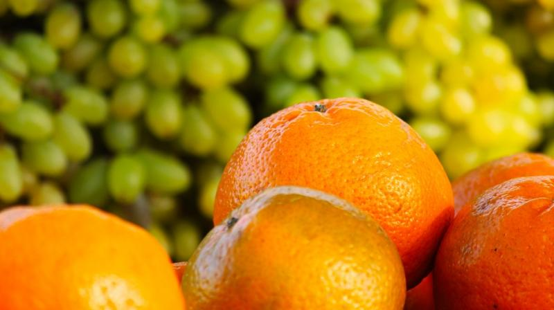 Citrus fruits contain antioxidant polyphenols and vitamin C which protect cells from the damaging effects of free radicals. (Photo: Pixabay)