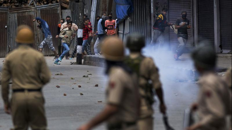Kashmiri protesters face policemen in Srinagar. (Photo: AP)
