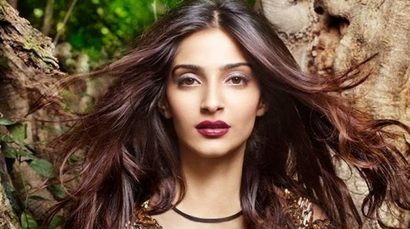 I Dont Have Sex With My Co-Stars Because I Dont Find Them Attractive Sonam Kapoor-3386