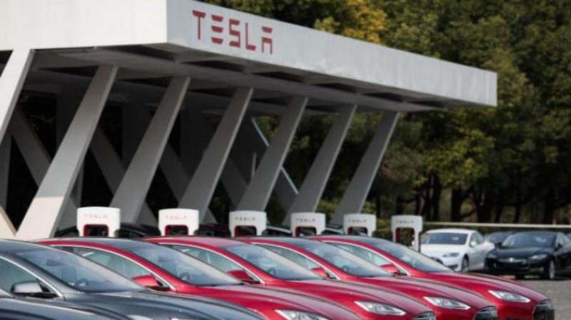 Tesla, SolarCity close to merger agreement: Sources