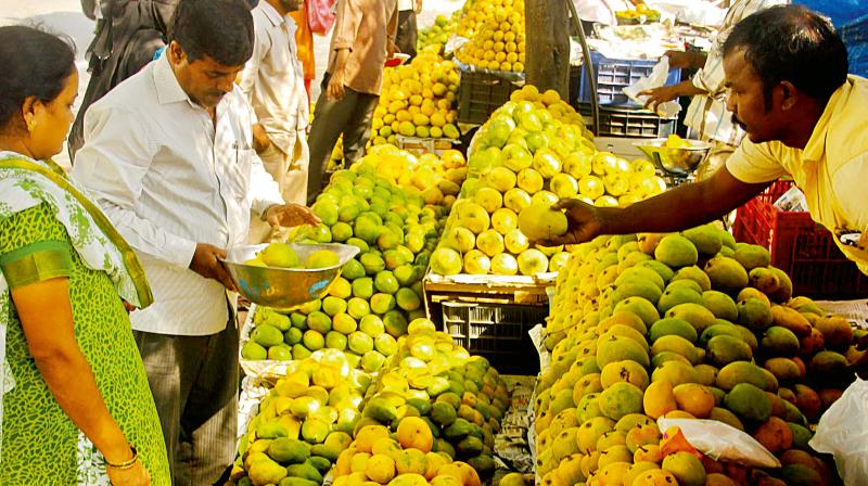 As summer reaches its peak, mangoes arrive in Bengaluru markets (Photo: KPN)