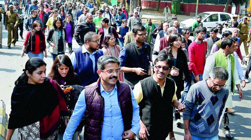 Journalists hold a march from Press Club of India to the Supreme Court in protest against Monday's attack on media persons and JNU students by lawyers. (Photo: PTI)