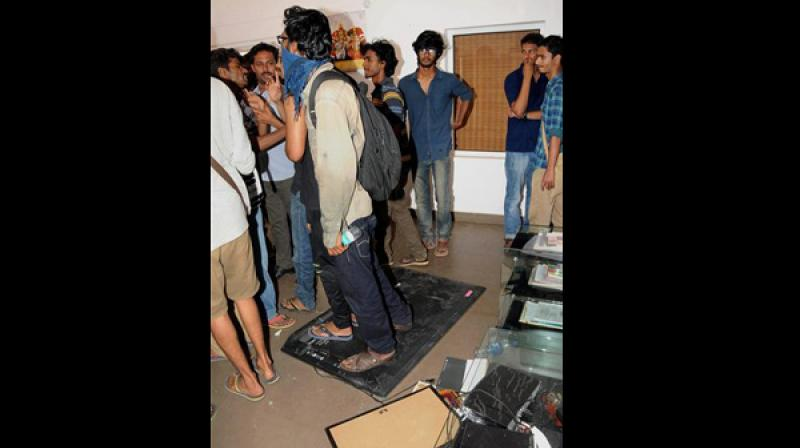 As part of the strike, cooks had shut down 'Students' Mess', expressing support to the Vice Chancellor (VC) after which students had set up an open kitchen yesterday. (Photo: PTI)