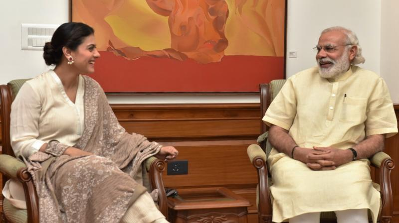 Actress Kajol in discussion with Narendra Modi.