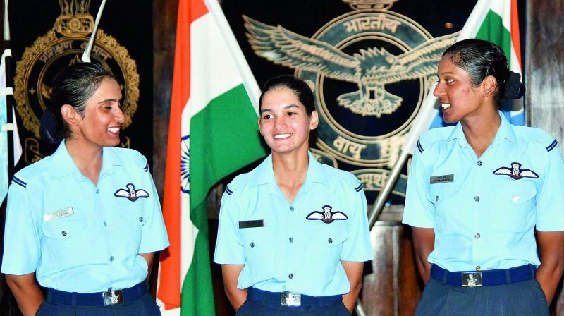 Цыганские девушки в армии и полиции. ( 35 фото )