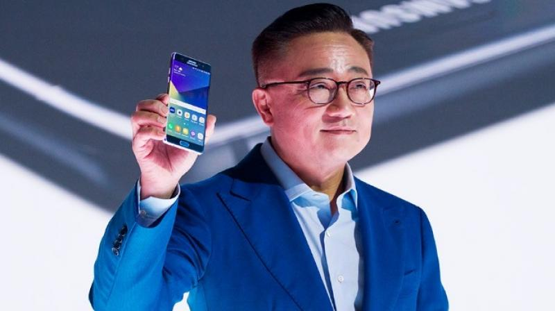 Investors say Samsung must give a convincing explanation for the fires before the launch of its Galaxy S8 smartphones.