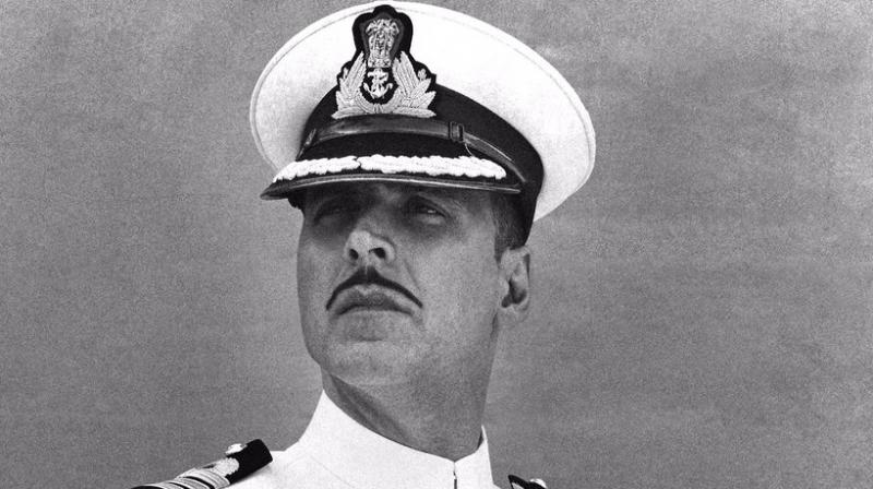 Hubby Akshay defends Twinkle over 'Rustom' uniform auction controversy