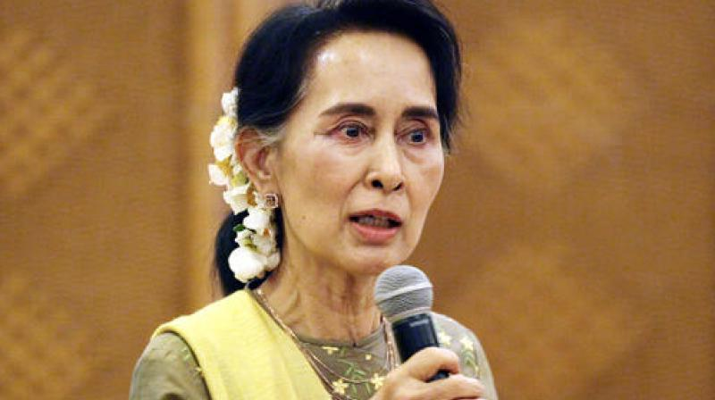 Myanmar's Foreign Minister Aung San Suu Kyi speaks to a meeting of armed ethnic groups at a hotel in Naypyitaw, Myanmar. (Photo: AP)