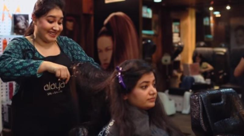 Video The Typical Indian Beauty Parlour Experience