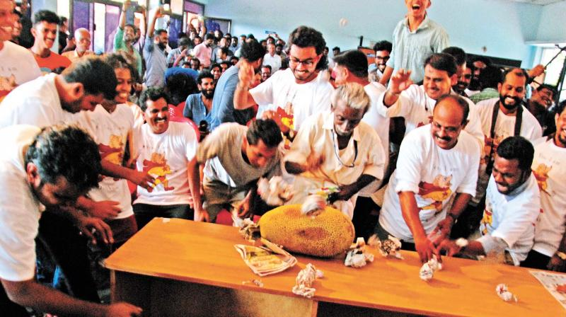 'Dinkoists' engage in 'Chakkayeru' as part of their Mahasammelam in Sports Council Hall, in Kozhikode on Sunday. (Photo: DC)