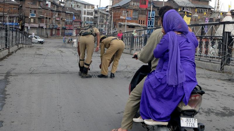 A similar situation was witnessed in the wake of 2010 summer agitation when the migrant labourers fled the valley to look for work in other parts of the country. (HU Naqash/ DC)