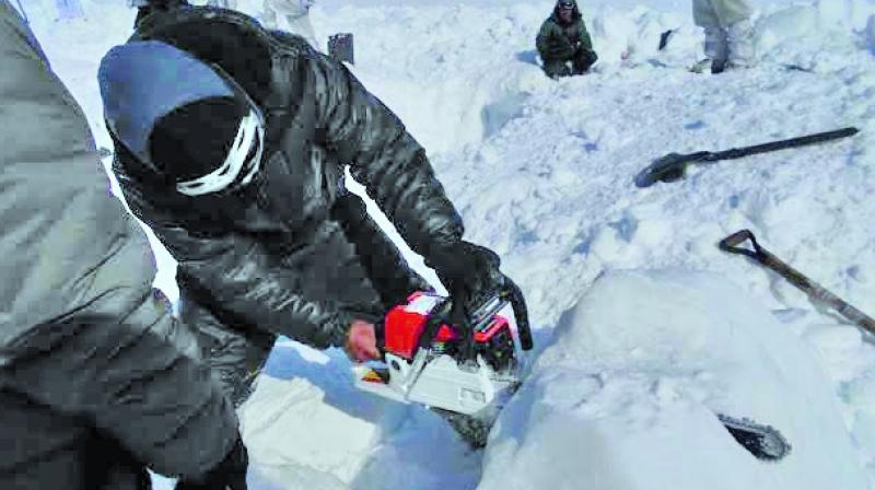 siachen army pulls out buried soldier from 35 foot down under