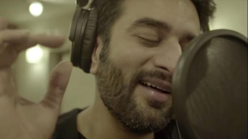 Shekhar Ravjiani has sung the Neerja romantic track 'Gehra Ishq'.