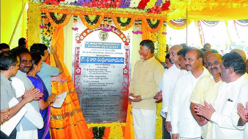 Chief Minister N. Chandrababu Naidu unveils the pylon of six-lane Amaravati seed capital access road at Venkatapalem on Saturday.  (Photo: DC)