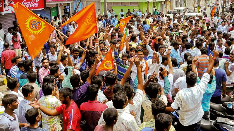 VHP, BJP Protest after slain of BJP worker in Mysuru