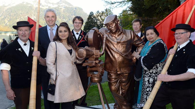Rani Mukerji and Pamela Chopra pose with the Yash Chopra statue along with Swiss ministers and senior bureaucrats.