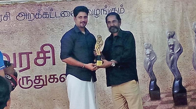 Film director Jagannath presents Poovarasi award to A. T. Mathan, editor of Colombo-based Tamil Mirror in the city on Wednesday. (Photo: DC)
