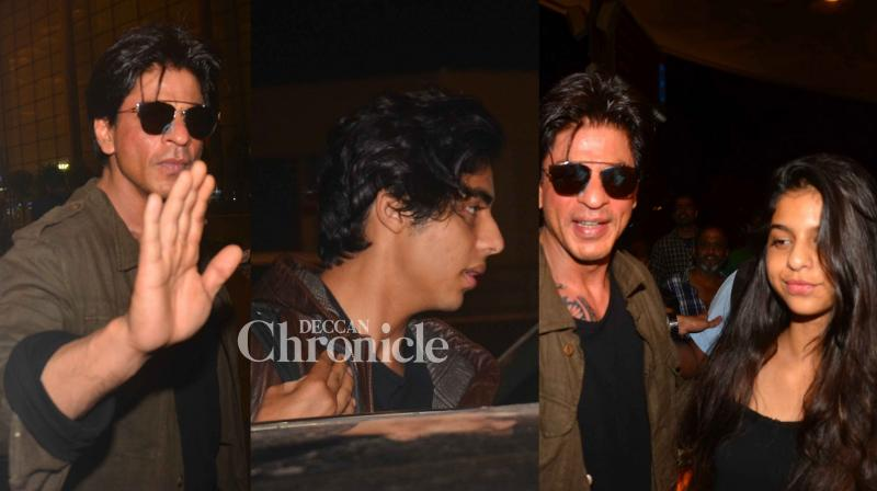 Shah Rukh Khan and his kids were at their classy best. (Pic: Viral Bhayani)