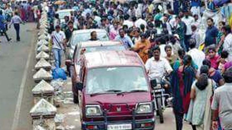 Traffic snarls on arterial lanes of T Nagar.  (Photo: DC)