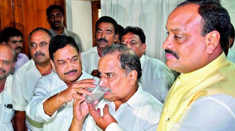 Kapu-quota stir leader Mudragada Padmanabham alleged that Naidu is misleading Kapus and has cheated them. (Photo: DC)