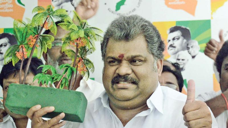 Tamil Maanila Congress Talks With Aiadmk On Symbol Break Down