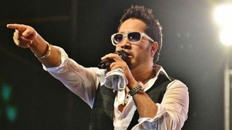 Singer Mika has denied that he tarnished the image of the doctor and defamed him.