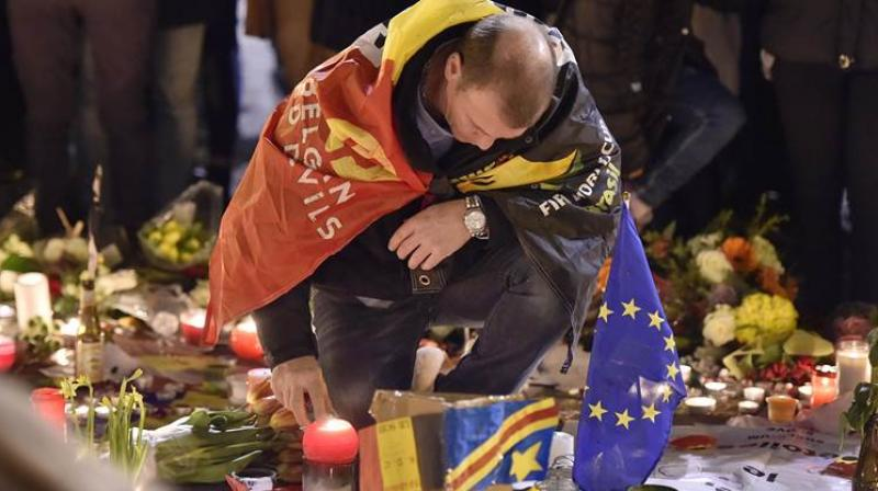 People offer flowers and candles at Place de la Bourse, Brussels, to mourn for the Brussels attacks victims. (Photo: AP)