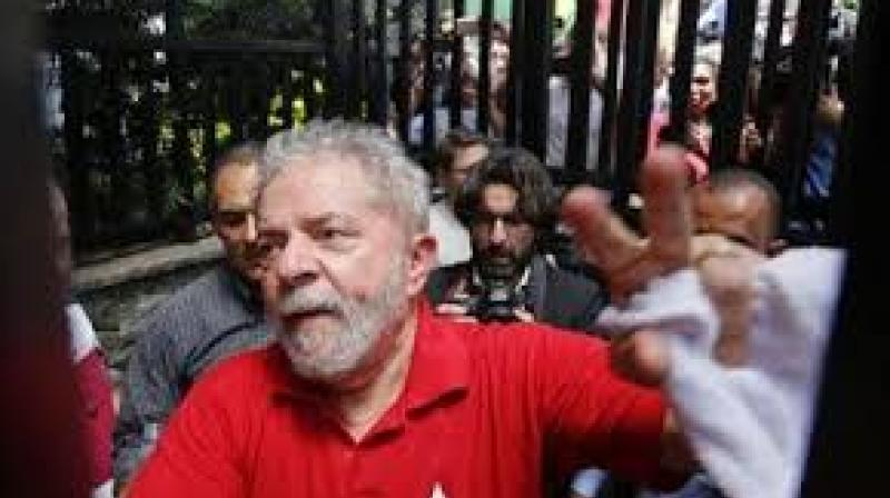 Brazil's federal police have recommended charges against former president Luiz Inacio Lula da Silva and his wife in connection with the sprawling corruption probe at state-run oil giant Petrobras.(Photo: PTI)