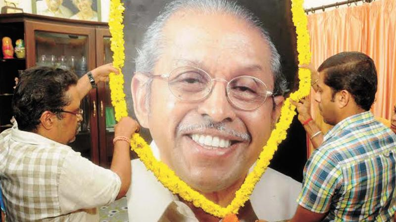 A portrait of ONV being garlanded at his Tagore Nagar residence in Thiruvananthapuram on Saturday.(Photo: DC)