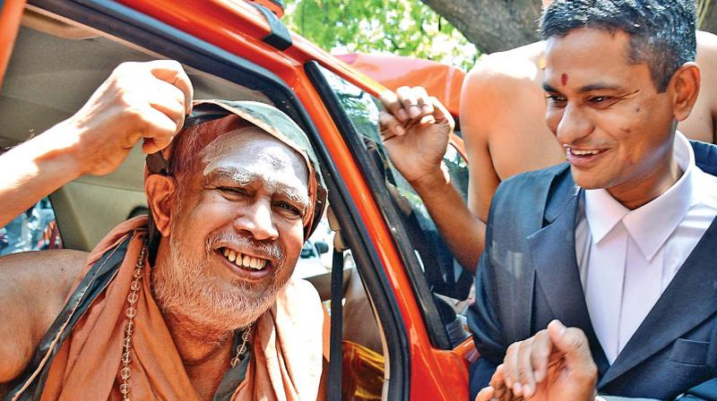 Kanchi Sankaracharya, Jeyendra Saraswathi arrives at the Madras high court on Friday in connection with an attempt to murder case. (Photo: DC)