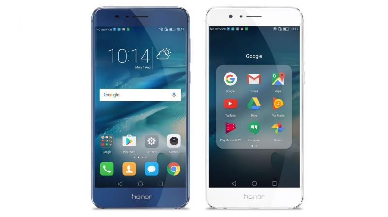 Highlights of the Honor 8 are the dual camera setup, which sets it apart from the other flagships.