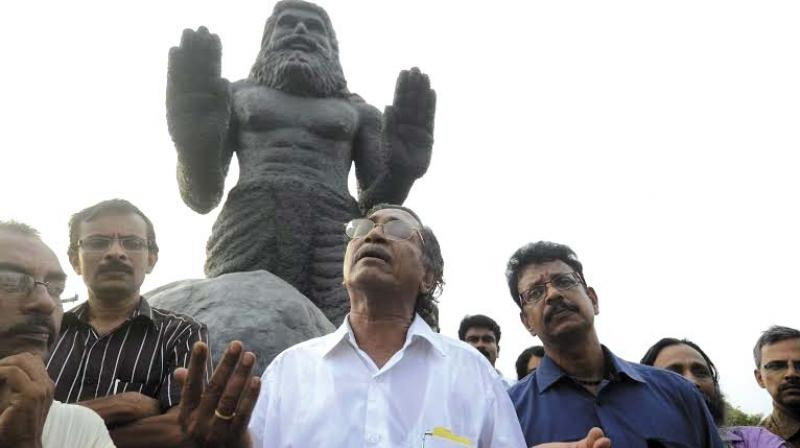 V Madhusoodanan Nair recites his poem 'Naranathu Bhranthan' under the shadow of the giant-size statue of Naranathu Bhranthan on top of Rayiranellur Hills in Palakkad district on Saturday. The day marked the 30th anniversary of the publication of the poem. (Photo: DC)