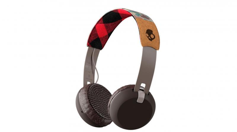 The Skullcandy Grind is an on-ear headphone that is pretty lightweight and sturdily constructed.