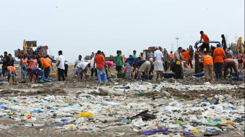 2.38 lakh kilos of garbage was recovered from Versova beach (Photo: Facebook/Eric Pugh)
