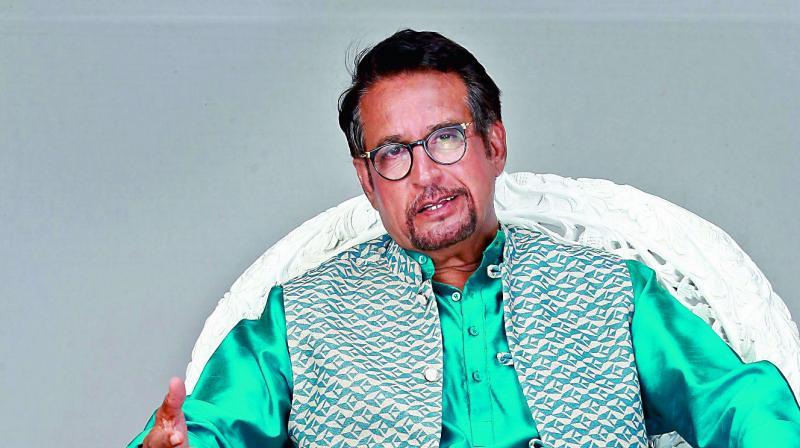 Spotted: Sachin Tendulkar at actress Smita Jaykar's book ... |Kiran Kumar Actor
