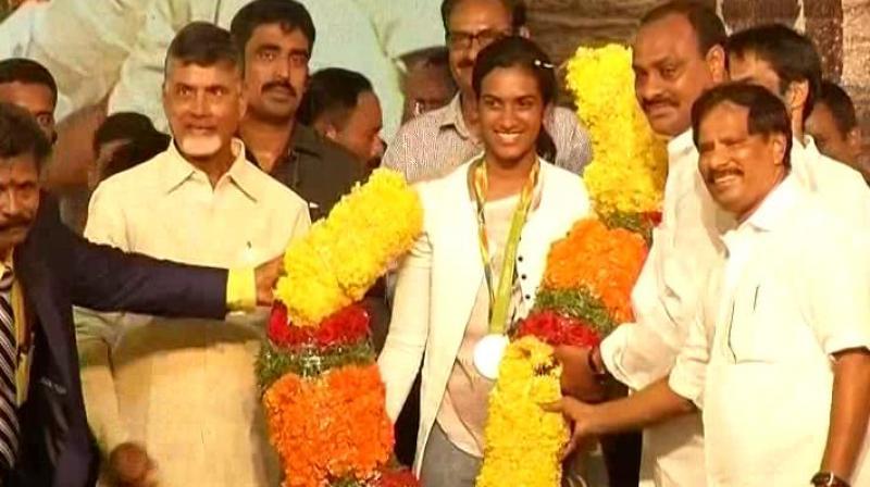 Andhra Pradesh Chief Minister Chandrababu Naidu felicitates Olympic silver medallist in women's badminton PV Sindhu. (Photo: Twitter)