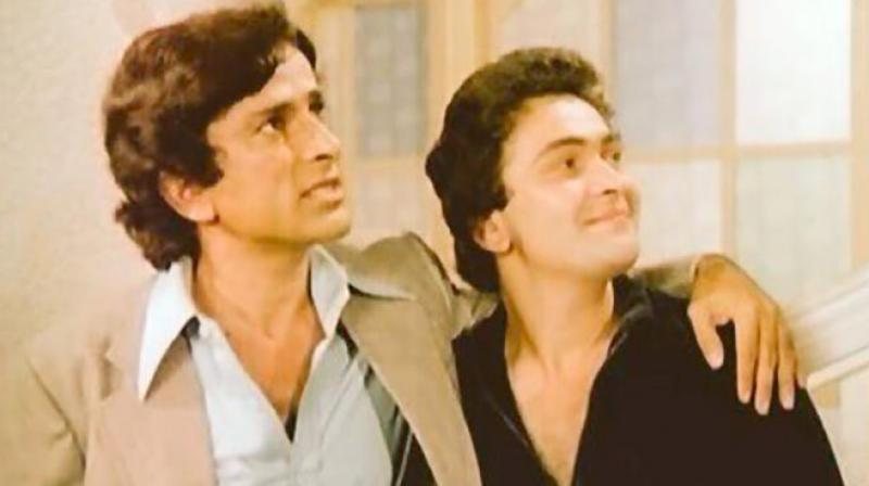 """Rishi Kapoor posted a picture and wrote, """"Uncle Shashi Kapoor is doing fine. Hope this ends all the speculation about him. Some rumour mongering is happening."""""""