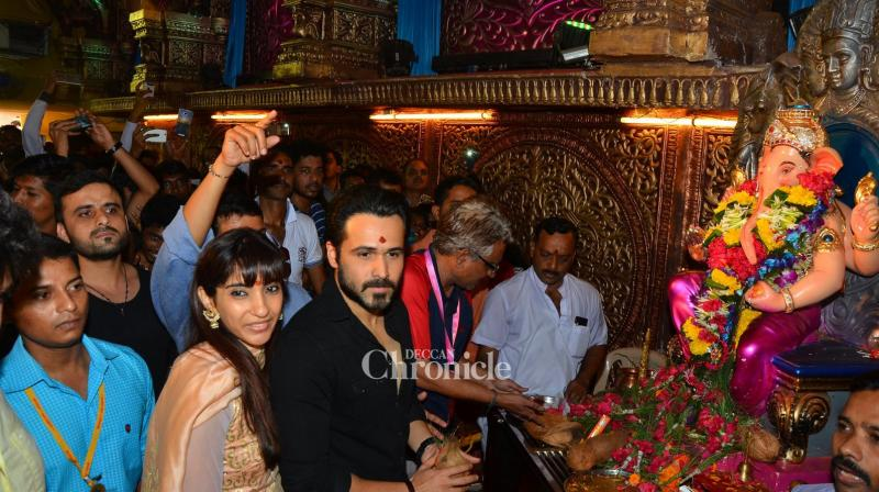 Emraan Hashmi visited the Ganpanti idol at Ganesh Gully in Mumbai with wife Parveen Shahani by his side. (Pic: Viral Bhayani)