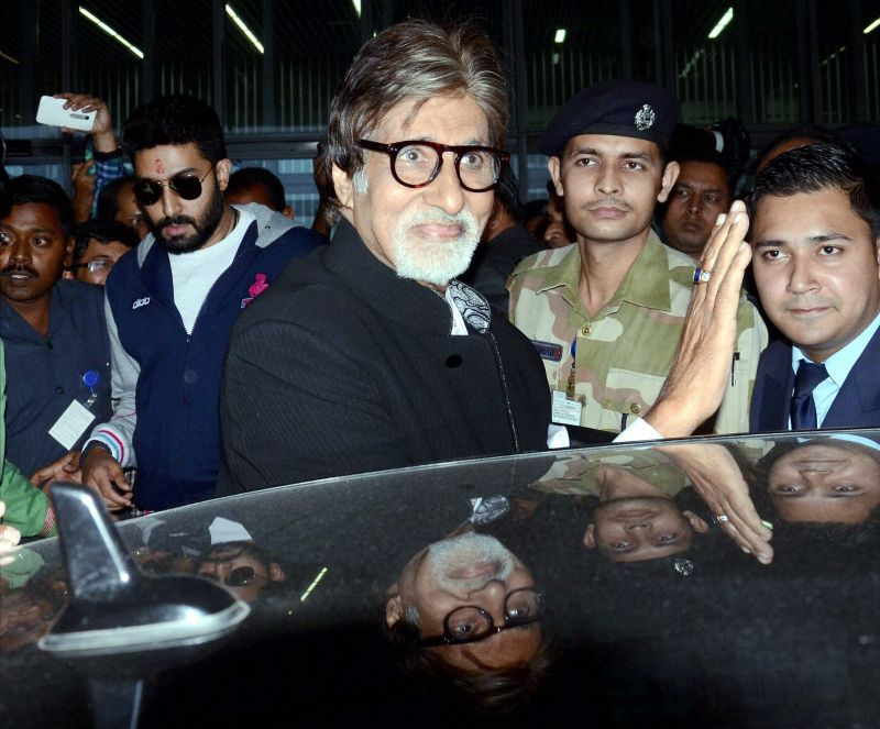 B-Town megastar Amitabh Bachchan arrives at Kolkata airport for the match. Big B will sing the Indian National Anthem. (Photo: PTI)
