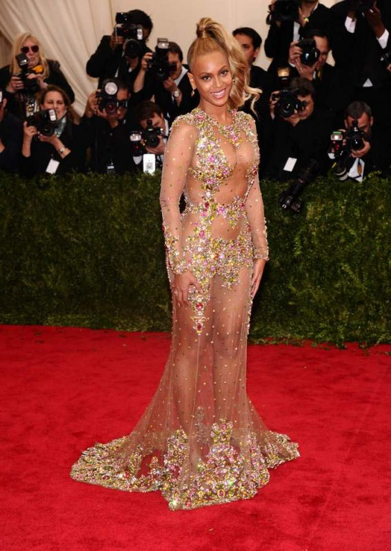 Internet goes crazy over Beyonce\'s \'condom dress\'