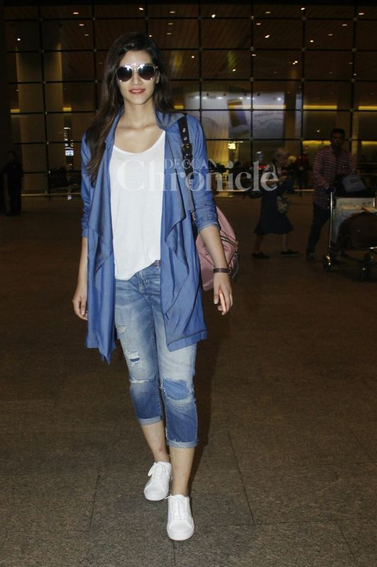 It was denim day for Kriti Sanon. (Photo: Viral Bhayani)